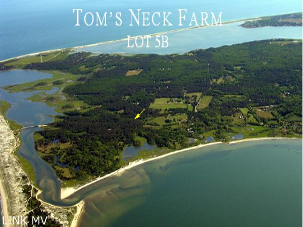 Entrance into Tom's Neck Farm