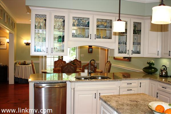 Glass Kitchen Cabinets For Display Granite Countertops And Pendant