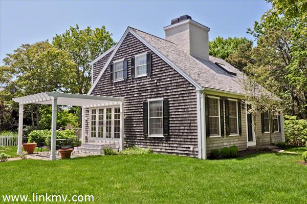 Sylish Cape With Carriage House In Edgartown Village