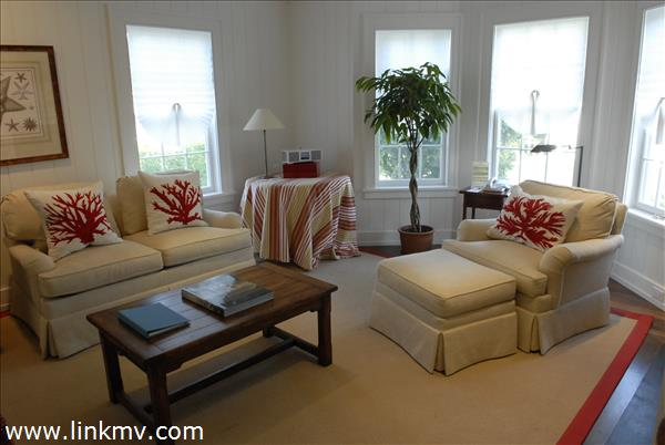 Gracious Living area