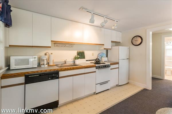 Bright, well-equipped efficiency kitchen