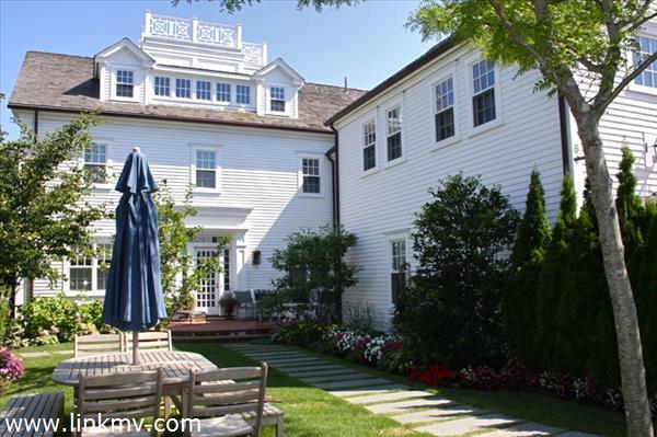 56 Cottage Street Marthas Vineyard MA
