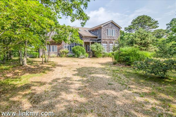 17 Narragansett Avenue, Edgartown, MA
