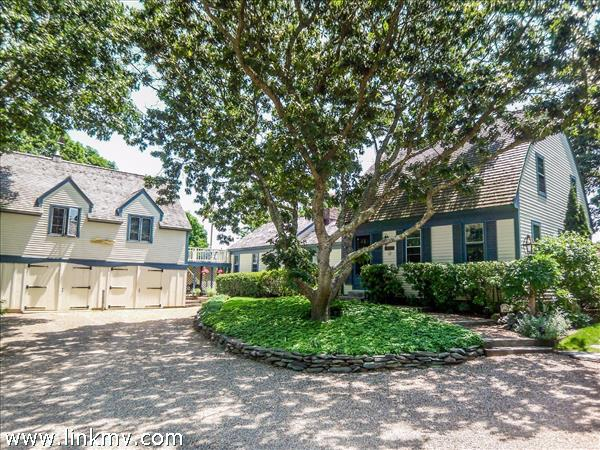 22 Plantingfield Wood Circle, Edgartown, MA