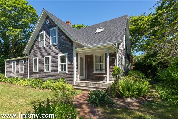 33 Woodlawn Avenue, Vineyard Haven, MA