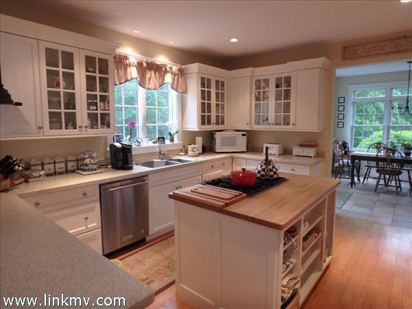 Open Kitchen and breakfast nook