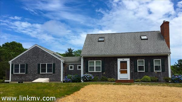 House and Guest in a Prime Edgartown Location. Stroll into Town or Bike to South Beach!