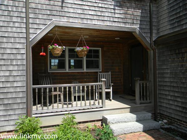 Front porch to main entry way