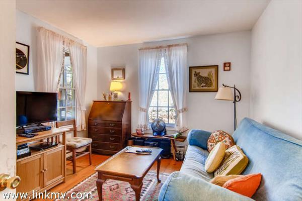 Menemsha Cottage first floor bedroom