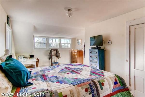 Menemsha cottage master bedroom