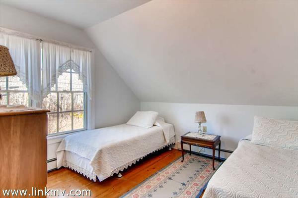 Menemsha cottage bedroom 3