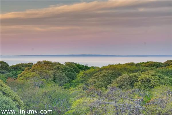 Wonderful panoramic views of the Vineyard Sound and the Elizabeth Islands