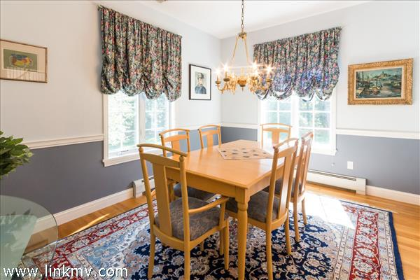 Formal dining room for special occassions.