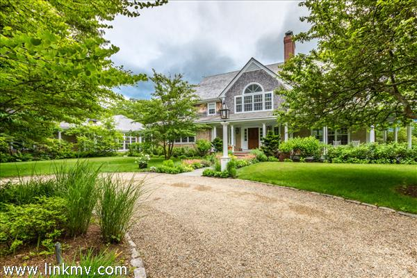 A classic Vineyard home with an elegant entrance.