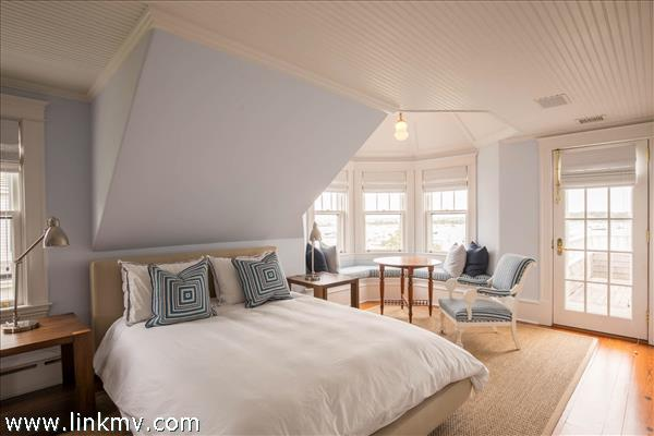 Guest bedroom suite with huge harbor views.