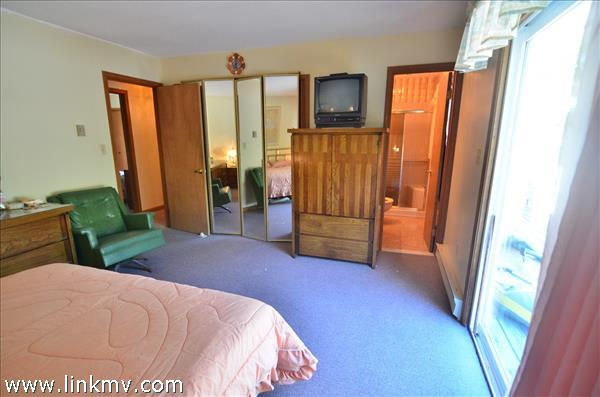 Master Bedroom Towards Ensuite