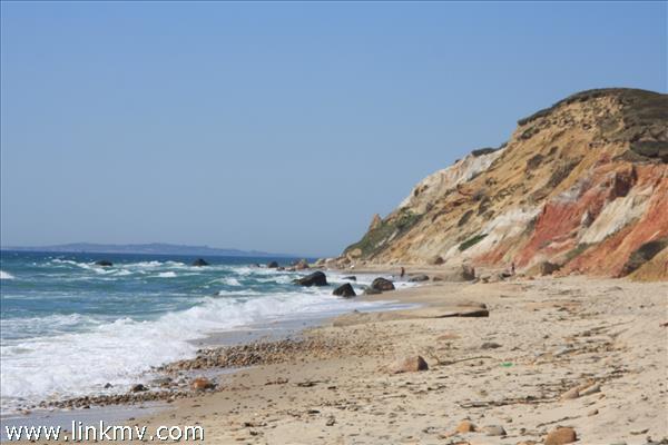 10 minute walk to the beach