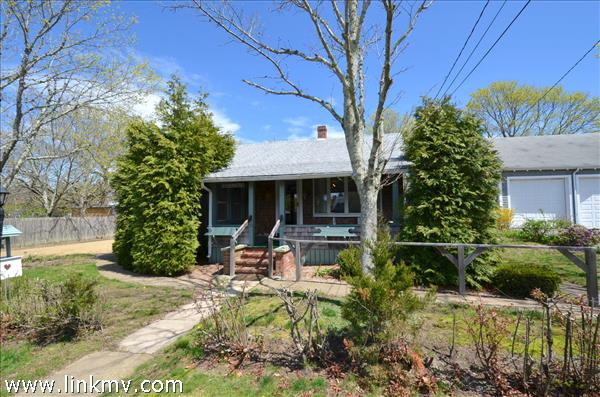 11 Winthrop Ave in town Oak Bluffs - Walk to the beach