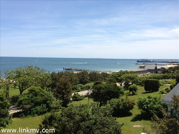 Two minute walk to beaches - Active waterviews from 2nd fl